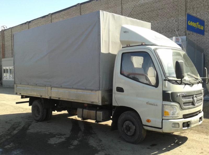 Бортовой грузовик с тентом